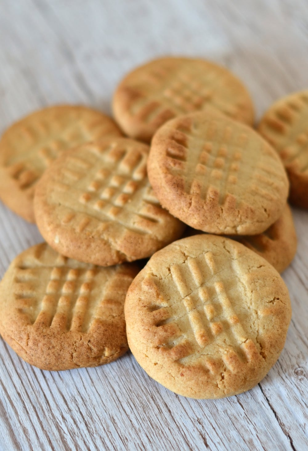 Crunchy Peanut Cookies Recipe - crunchy little biscuits, made with peanut butter.